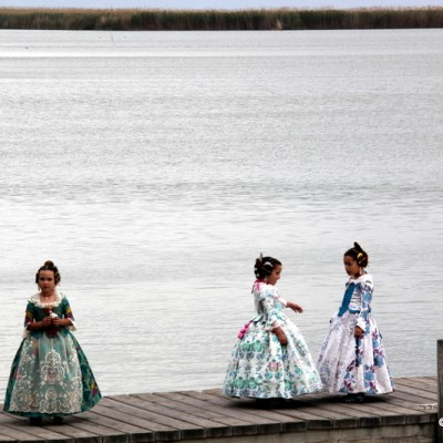 Albufera Valencia girls in traditional costumes