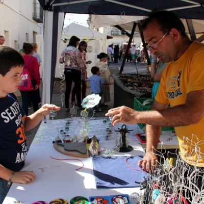 San Rafael del Rio Man Shows Boy How He Makes Artisan Toys