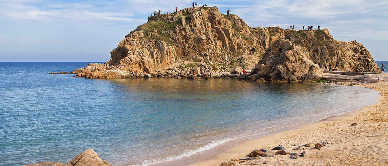 Beach-of-Blanes-and-the-islet-Sa-Palomera-Costa-Brava-Spain
