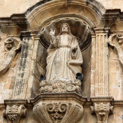 El Vendrell church sculpture