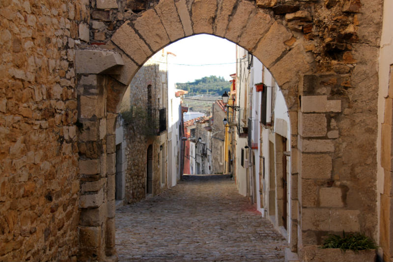Chert Spain arch in old quarter-1